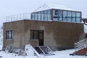 Остекленный павильон на крыше дома