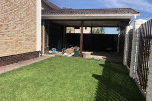 Рулонный газон перед домом
